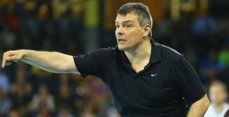Xavi Pascual deja de ser seleccionador de Rumania