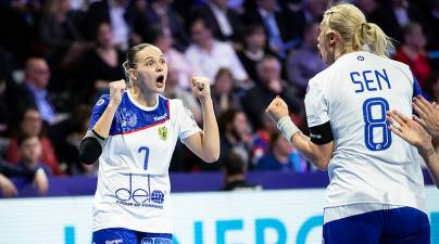 Rusia sorprende a Francia en el debut